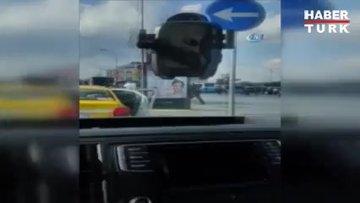 UBER sürücüsü ile taksici arasındaki yumruk ve tokatlı kavga kamerada