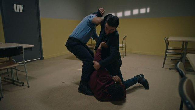 Hasan, Ejder'e saldırıyor!
