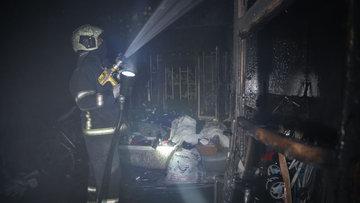 Ayrıldığı eşinin fotoğrafını ateşe verirken evini yaktı