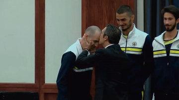Ali Koç, Guliyev'i alnından öptü