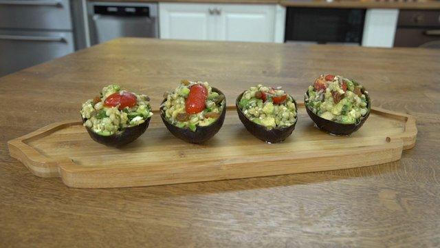 Avokado Çanağında Salata