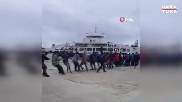 Teknik sorun yaşanan yolcu gemisi halatla çekilerek iskeleye yanaştırıldı
