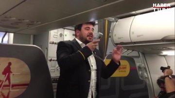 Uçakta stand-up yapan Eser Yenenler yolcuları güldürdü