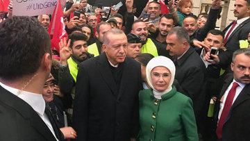 Cumhurbaşkanı Erdoğan'a Fransa'da coşkulu karşılama!