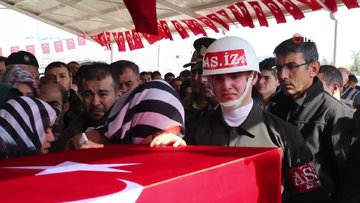 Şehit cenazesinde silah arkadaşlarından yürekleri burkan veda