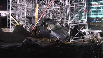 Kontrolden çıkan otomobil üst geçit inşaatına daldı
