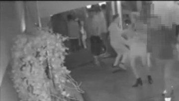 Gece kulübünde dans ederek çanta çaldı...Hırsızlık anları kamerada