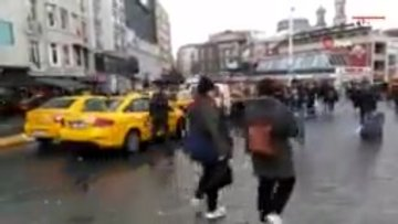 Taksim'de taksicilerin turist avı kamerada