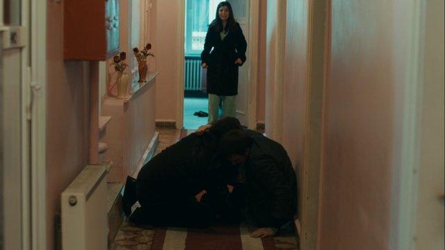 Selim, Derya'yı kurtarıyor!