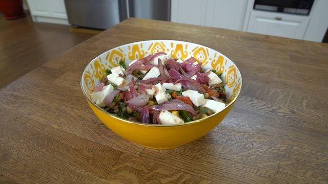 Baklagil Salatası