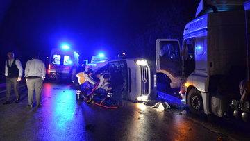 Son dakika... İşçileri taşıyan minibüs ile TIR çarpıştı: Ölü ve yaralılar var