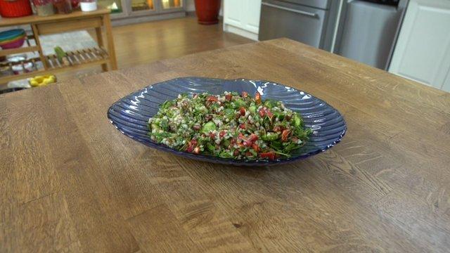 Narlı karabuğday salatası