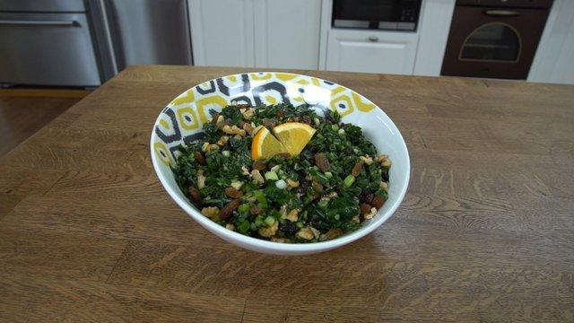 Karalâhana salatası