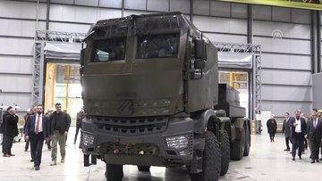 Bakan Varank zırhlı askeri araç kullandı