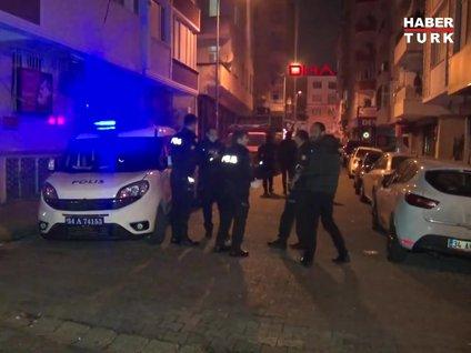 <div>Istanbul Bahçelievler'de iki grup arasinda çikan silahli kavgada bir kisi yaralandi. Olay yerine gelen saglik ekipleri, ilk müdahalesinin ardindan yaraliyi hastaneye kaldirdi. Polis silahli saldirgani yakalamak için çalisma baslatti.</div>