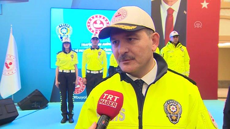 93fe628462dfb Bakan Soylu, trafik polislerinin yeni kıyafetlerini tanıttı - Son Dakika  Haberler