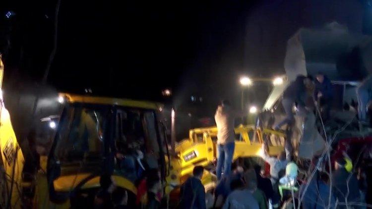 Makedonya'da yolcu otobüsü şarampole yuvarlandı! 13 ölü
