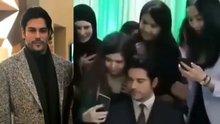 Burak Özçivit, Sevgililer Günü'nde Özbekistan'a giderek hayranlarıyla buluştu