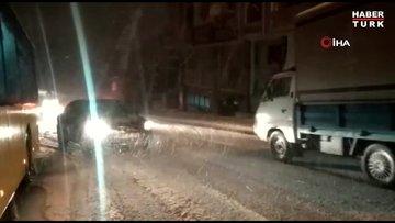 Yoğun kar yağışı sonrası kayganlaşan yollar sürücülere zor anlar yaşattı