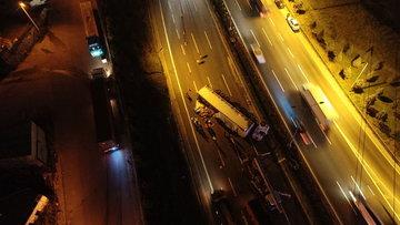 TEM'de TIR devrildi kilometrelerce araç kuyruğu oluştu