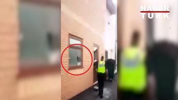 İngiltere'de 4 camiye balyozla saldırı anı