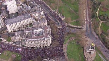 Londra'daki tarihi Brexit karşıtı yürüyüşün havadan görüntüleri