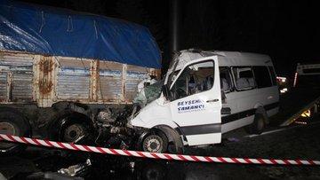Feci kaza kameraya yansıdı: 2 ölü, 11 yaralı