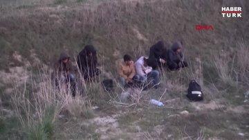 Kaçak göçmenleri yol kenarına bırakıp kaçtı