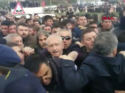Son dakika! Kemal Kılıçdaroğlu'na şehit cenazesinde saldırı! İşte o an