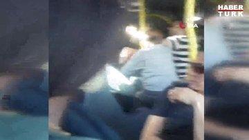 Sefaköy'de metrobüsteki iki şahıs, körük bölümündeki yer için kavga etti