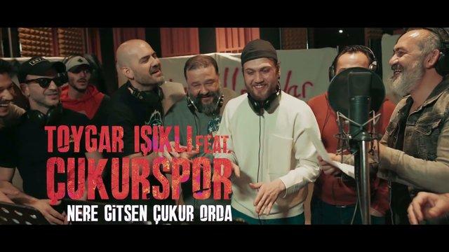 Toygar Işıklı Feat. Çukurspor / Nere Gitsen Çukur Orda