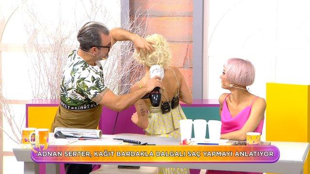 Kağıt bardakla dalgalı saç yapımı