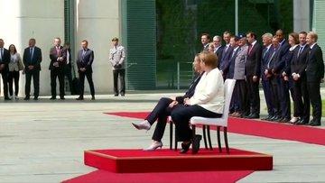 Merkel'in titremesine sandalyeli önlem!