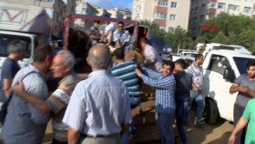Göztepe'de kurban pazarında kesim gerginliği