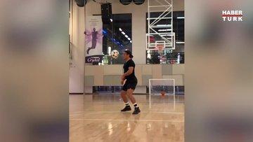 Nusret ayağıyla basket attı