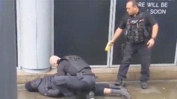 İngiltere'de AVM'de bıçaklı saldırı