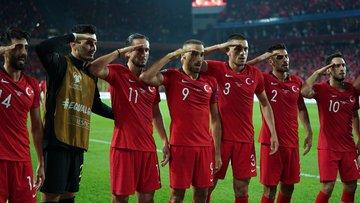 Türkiye - Arnavutluk maçında futbolculardan gol sevincinde asker selamı!