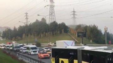 Kağıthane'de İETT otobüsü kamyonete çarptı:1 yaralı