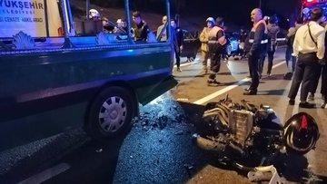 İstanbul'da cenaze aracına motosiklet çarptı: 5 yaralı