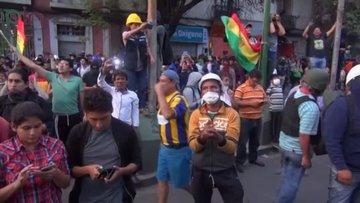 Polis de göstericilerin safına geçti