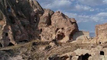 Kayadan oyma cami, kaderine terk edildi
