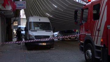 Beyoğlu'nda lodos bir binanın çatısını uçurdu