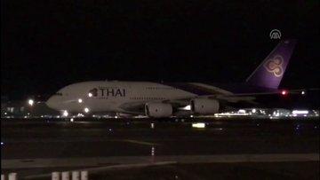 """Airbus A380"""" hasta yolcu için İstanbul Havalimanına indi"""