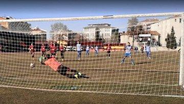 Uşaksporlu futbolcular üç kez tekrarlanan penaltıda gole izin vermedi!