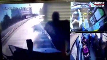 Karadeniz Sahil Yolundaki heyelan belediye otobüsünün güvenlik kameralarına yansıdı