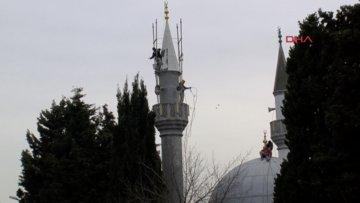 Bağcılar'da minare tepesinde tehlikeli çalışma