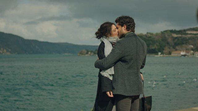 Ayaz, Firuze'yi öpüyor!