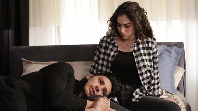 Neco, Fatoş'un dizinde ağlıyor!