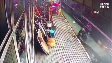 Sarıyer'de 3 halk otobüsü ve motosikletin karıştığı feci kamerada