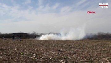 Yunan güvenlik güçleri tampon bölgedeki göçmenlere biber gazıyla müdahale ediyor